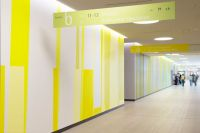 09-RMK-Farbwand-Erdgeschoss-Westteil_Eingangshalle