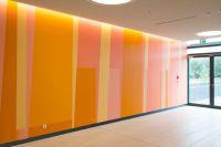 21-RMK-Farbwand-Erdgeschoss-Ostausgang